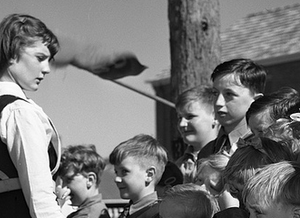 picture from the 1950s of a teacher with young students on a field trip